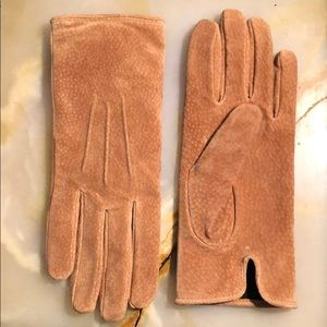Isotoner Tan Suede Gloves!